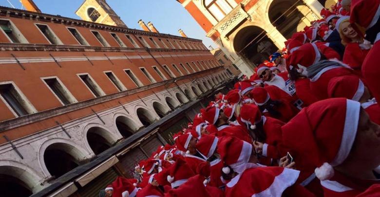 Babbi Natale in Campo San Giacometo