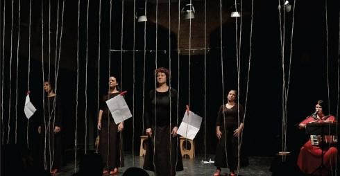 Cantica delle donne. Istantanee per una storia quasi universale