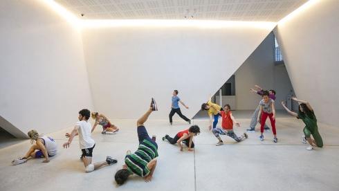 Muoviti muoviti! Danza performance, musica.