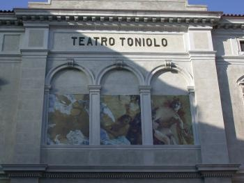 particolare Facciata Teatro Toniolo
