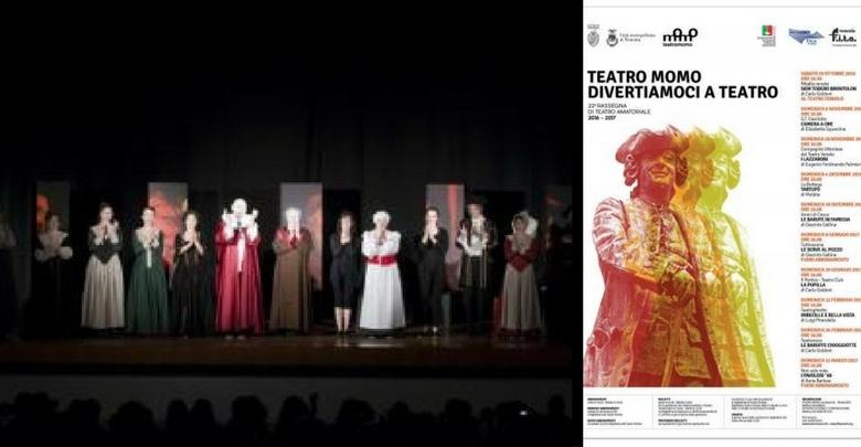 Palcoscenico, foto di gruppo. e locandina della rassegna teatrale